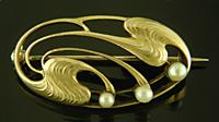 Art Nouveau pearl brooch. (J9358)