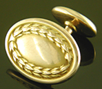 Laurel wreath cufflinks. (J9380)