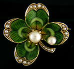 Victorian enamel four-leaf clover brooch with pearls. (J9050)