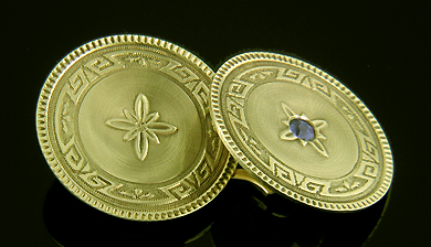 Art Deco sapphire cufflinks. (J9093)