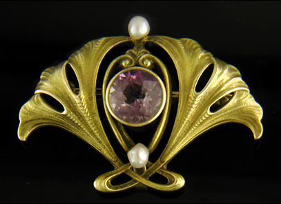 Art Nouveau amethyst and pearl brooch. (J9051)